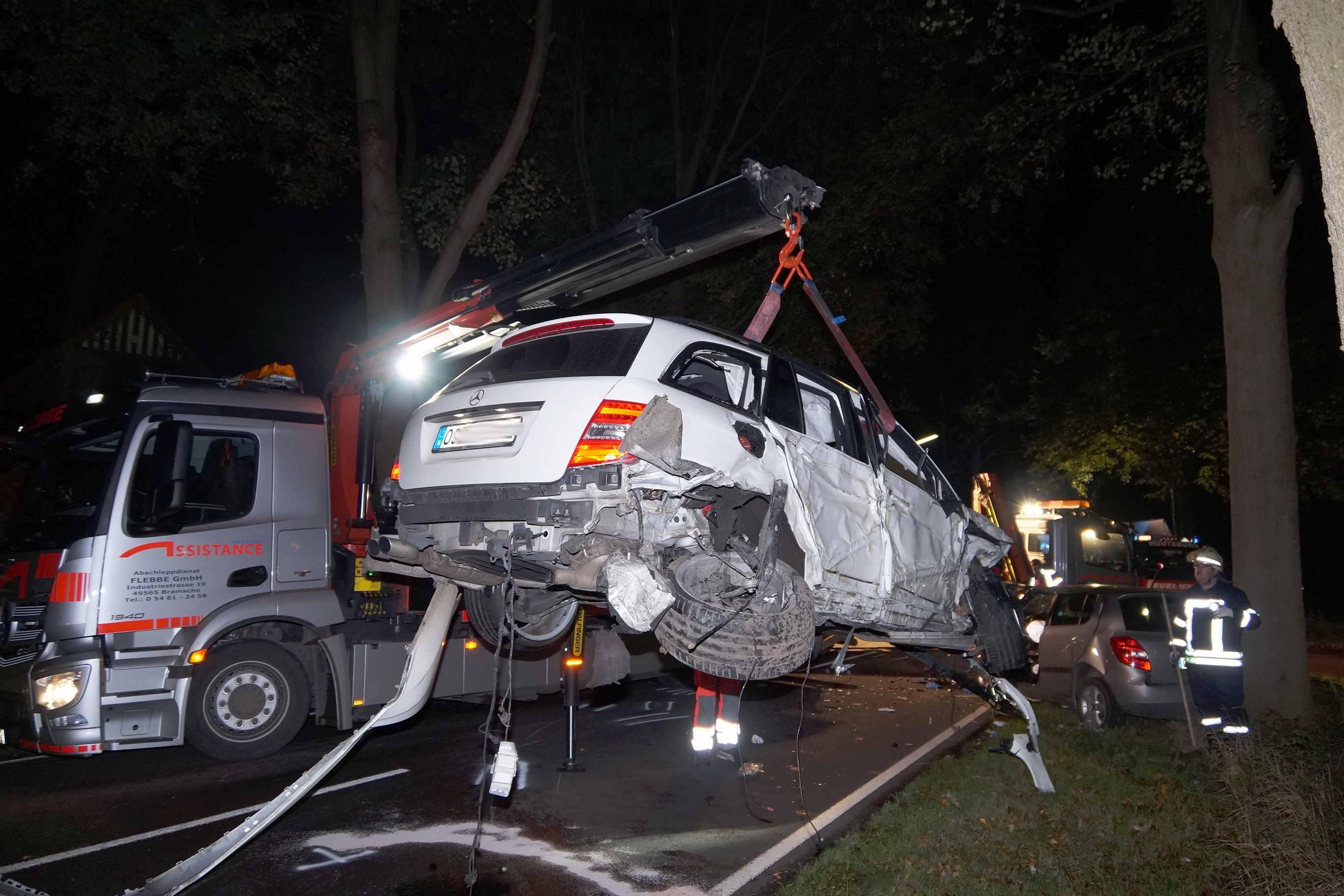 Unfallverursacher flüchtet nach Frontalcrash in Hunteburg – Autofahrerin schwer verletzt